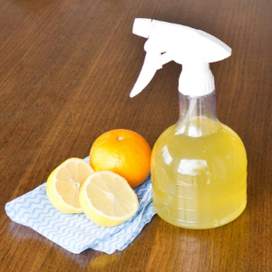 Lemon and Vinegar Spray